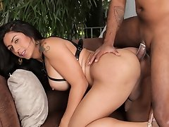 Another hardcore TS ass banging scene with s sexy dick-hungry model. This time lovely Andrea Dimaggio debuts with her pretty ass self taking in some h