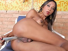Bruna Santos has some solo time to stuff her tranny ass!